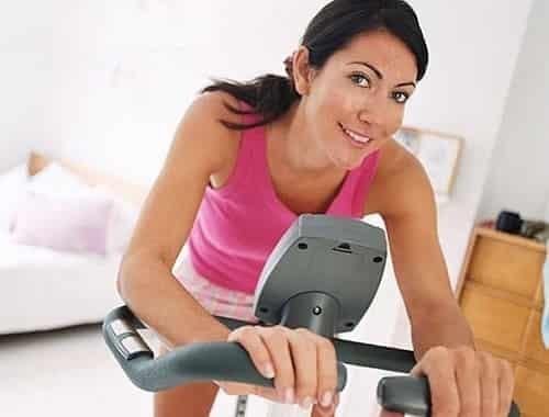 Как убрать жир с живота и боков в домашних условиях
