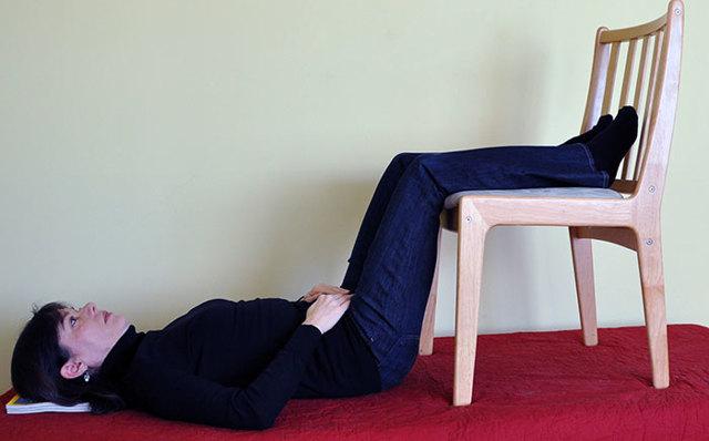 Упражнения для спины и позвоночника в домашних условиях
