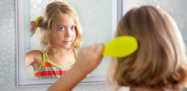 Почему выпадают волосы на голове у подростков: как с этим бороться?