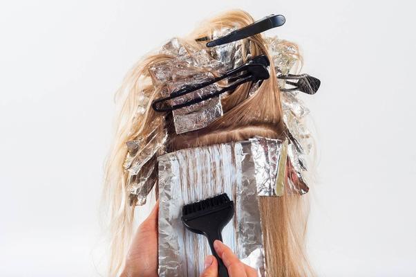 Можно ли беременным стричь и красить волосы