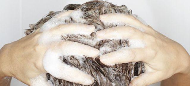 Можно ли мыть голову хозяйственным мылом: «за» и «против»