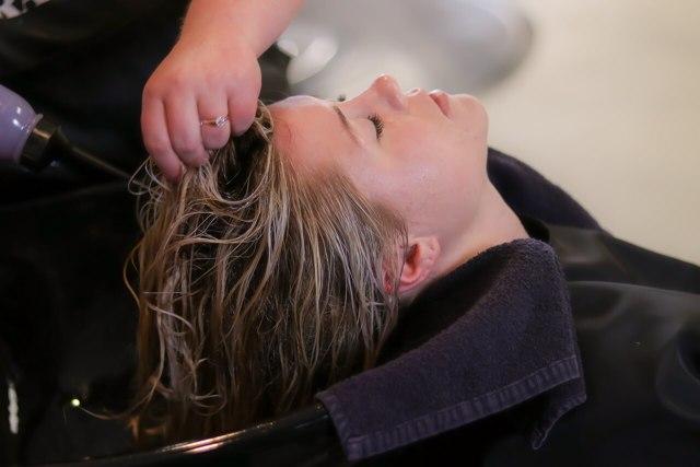 Укрепление волос в домашних условиях: масло и травы для корней