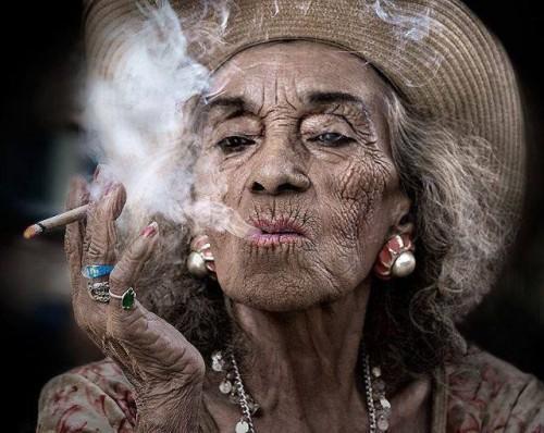 Как курение влияет на волосы: суть проблемы