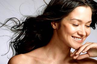 Причины перхоти и выпадение волос: народные средства и шампуни от зуда