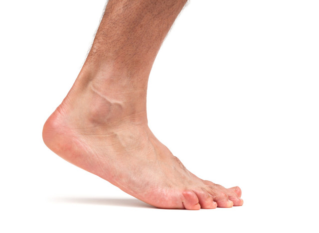 Выпадение волос на ногах у мужчин: причины и их устранение