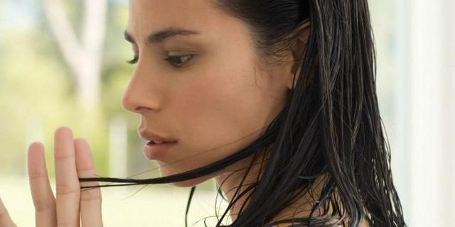 Быстро жирнеют волосы: что делать, почему