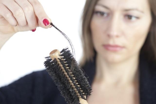 Выпадание волос от стресса: на нервной почве лечение заболевания