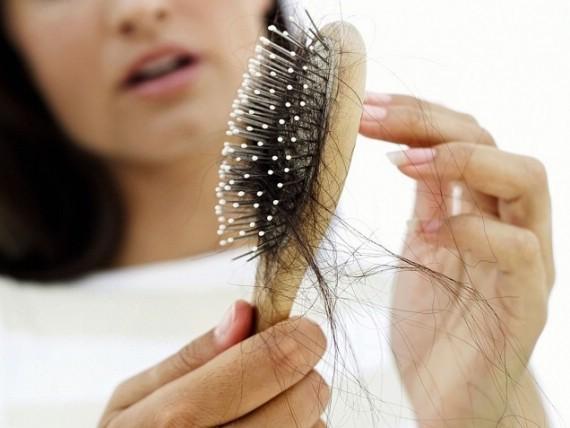 Почему при мытье головы сильно выпадают волосы?